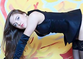Charming Solo Model In High Heels Shows Her Erotic Moves