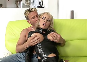 Mandy Dee shows her gaping chocolate eye after getting it banged