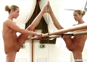 Vinna is very flexible and it's a joy seeing her riding that dildo
