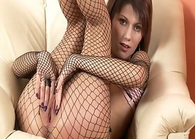 Amanda in pantyhose masturbates nicely in solo model scene
