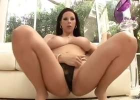 Fetching busty young gal Gianna Michaels is playing herself