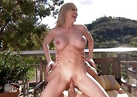 Kinky MILF is having the most amazing sex outdoors